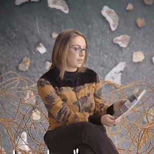 Cristiane Tavares - Mestre em literatura e crítica