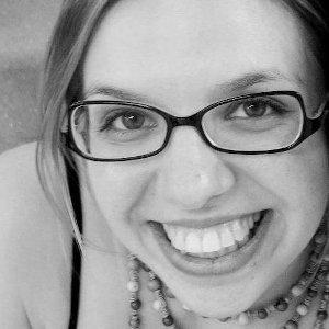 Geruza Zelyns - Doutora em Literatura Infantil - Produtora de conteúdo e curadoria dos projetos B2B